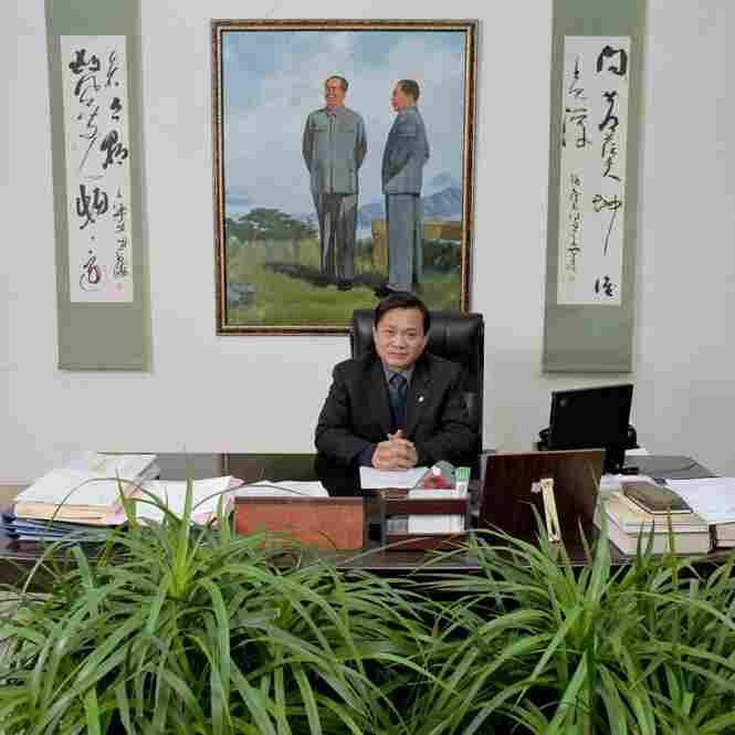 Jiang Ji Yuan is chairman of the Art and Literature Association of Tai'an, Tai'an City, Shandong province. Monthly salary: 4,000 renminbi (USD 496). Standard working week: 40 hours.
