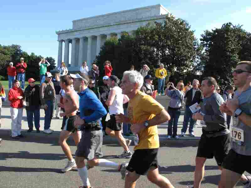 At mile 16, Matt Koll passes the Lincoln Memorial.  He's on pace to complete the race in under four hours.