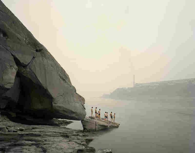 Bathers, Yibin