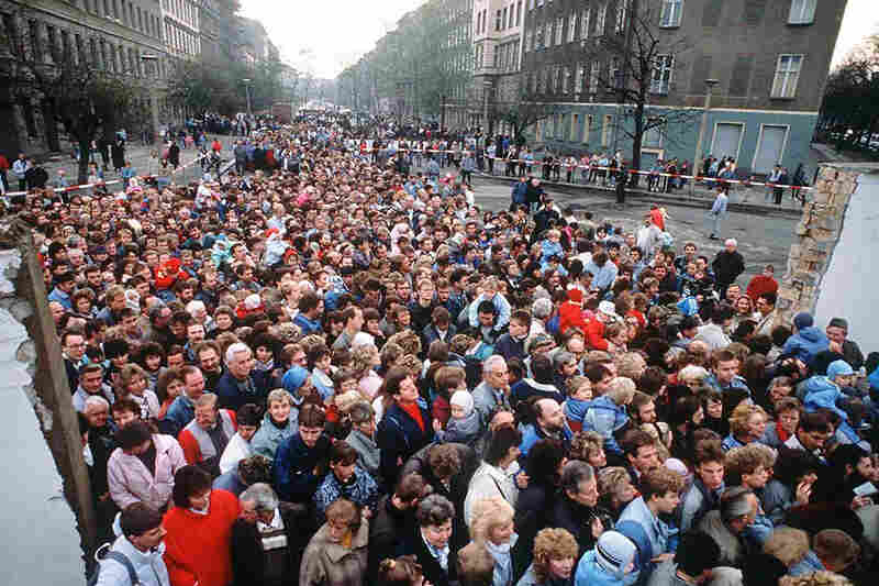 Thousands of East Berliners cross through an opening in the wall, traveling freely to the West for the first time since 1961.