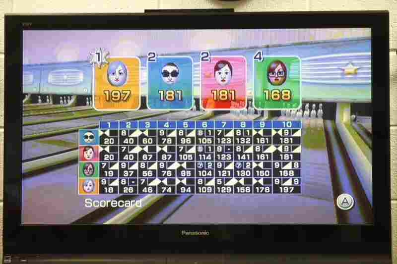 Four people compete at a time, and each participant has an avatar representing them on screen.