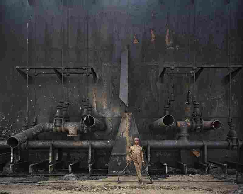 Shipbreaking #23, Chittagong, Bangladesh, 2000