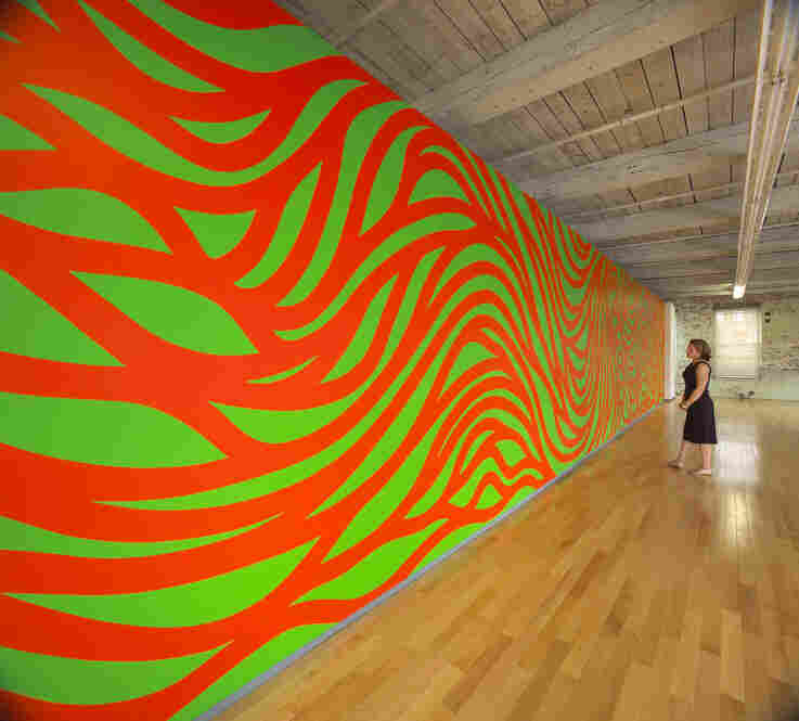 Wall Drawing #880: Loopy Doopy (orange and green)