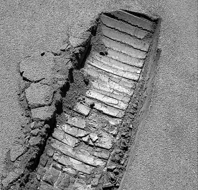 "Opportunity's ""footprint"" in the crusty, ""blueberry""-covered sands of Meridiani Planum, Mars, on mission Day 605."