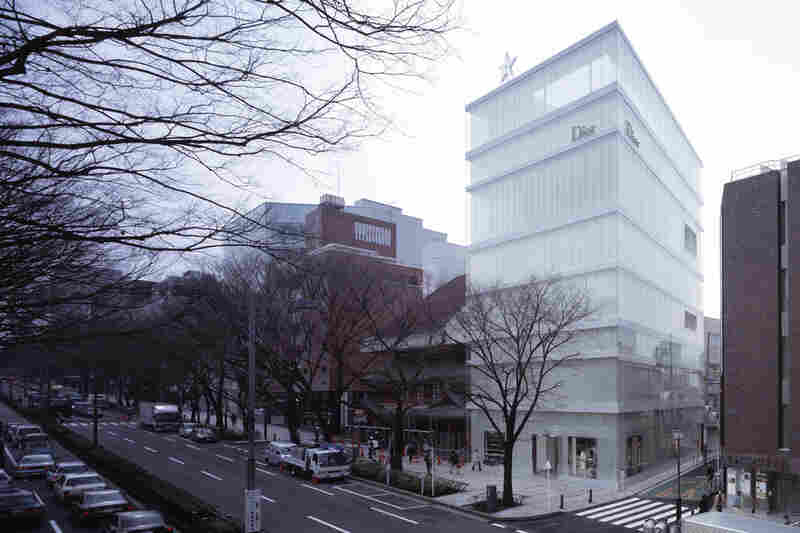 Christian Dior Building (Tokyo, 2003).