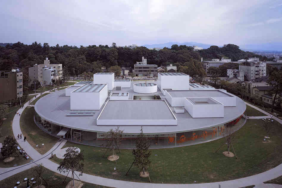 21st Century Museum of Contemporary Art (Ishikawa, Japan, 2004).