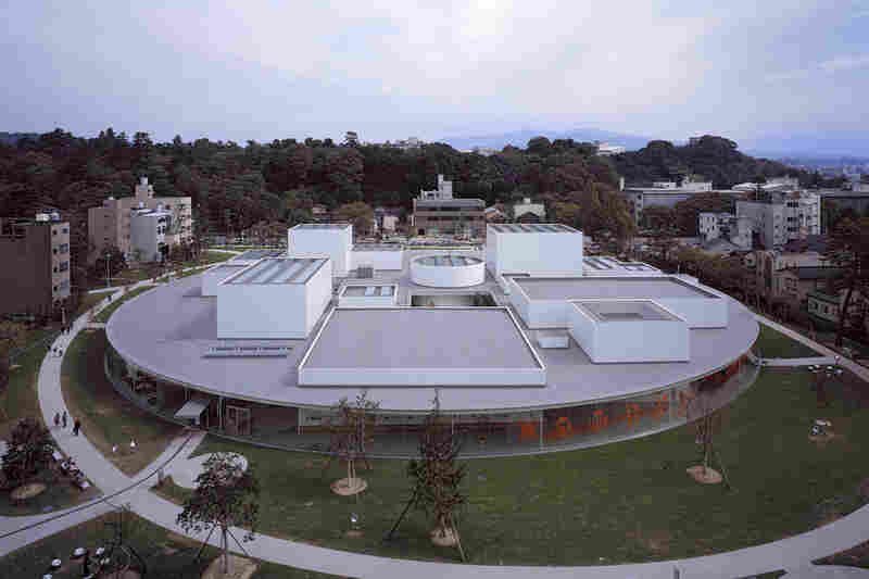 21st Century Museum of Contemporary Art (Ishikawa, Japan, 2004).