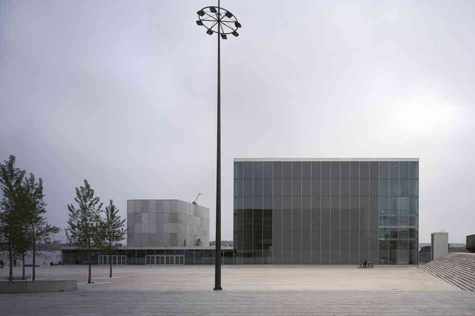 De Kunstlinie Theater and Cultural Center (Almere, Netherlands, 2007).