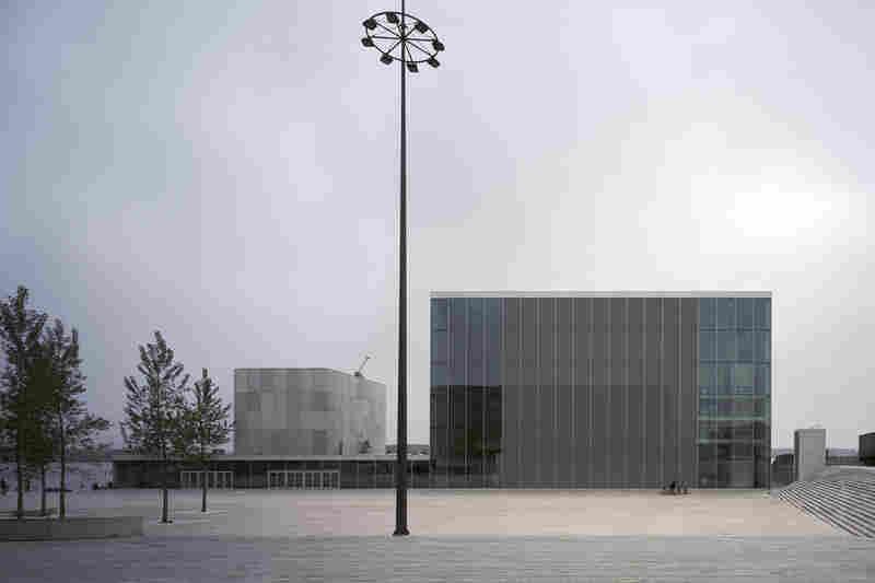 De Kunstlinie Theater and Cultural Center (Almere, Netherlands, 2007).
