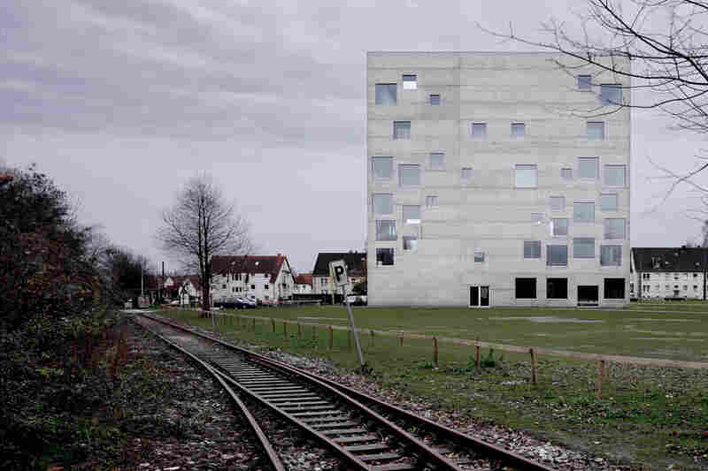 Exterior of the Zollverein School of Management and Design (Essen, Germany, 2006).