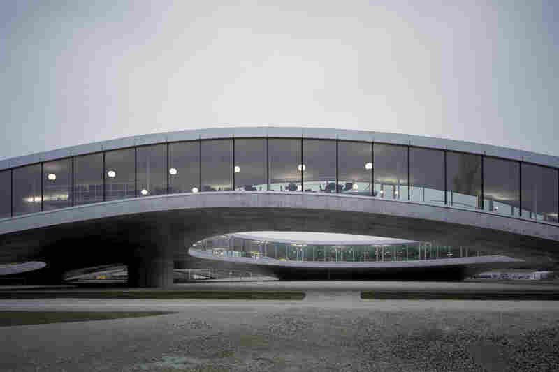 The Rolex Learning Center, Ecole Polytechnique Federale (Lausanne, Switzerland, 2009).