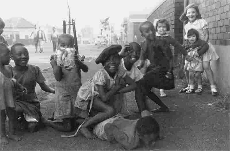 Children on the border between Fietas and Mayfair, Johannesburg, circa 1949