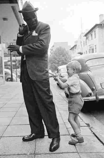 Holdup in Hillbrow, Johannesburg, November 1963