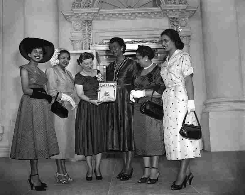 Height (third from right) and other members of Delta Sigma Theta Sorority Inc. present Mam