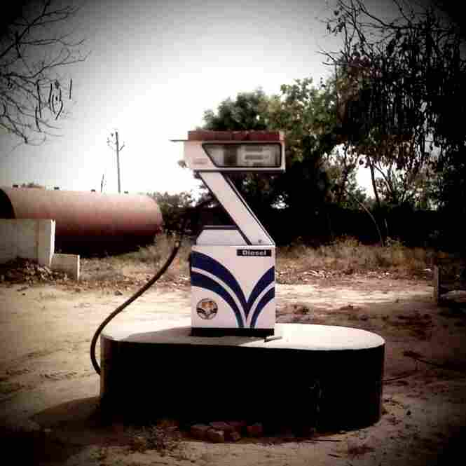 Diesel Gas Pump en route from Kanpur to Aligarh.