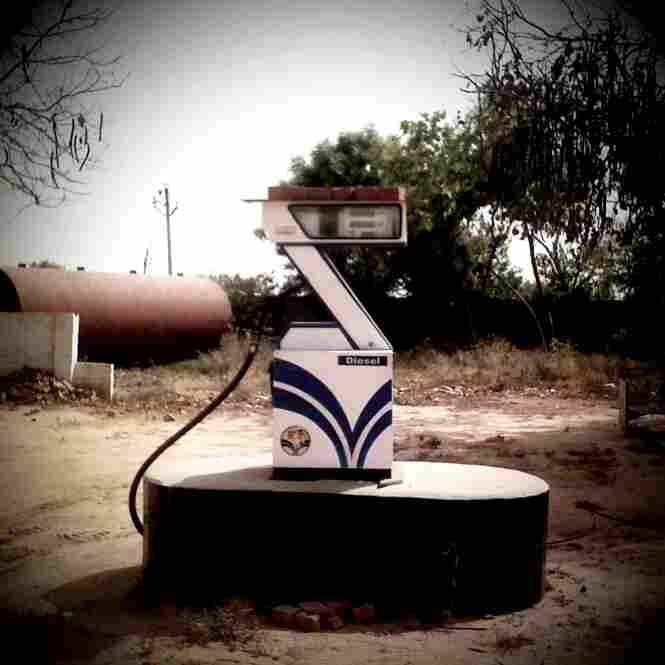 Diesel Gas Pump en route from Kanpur to Aligarh.