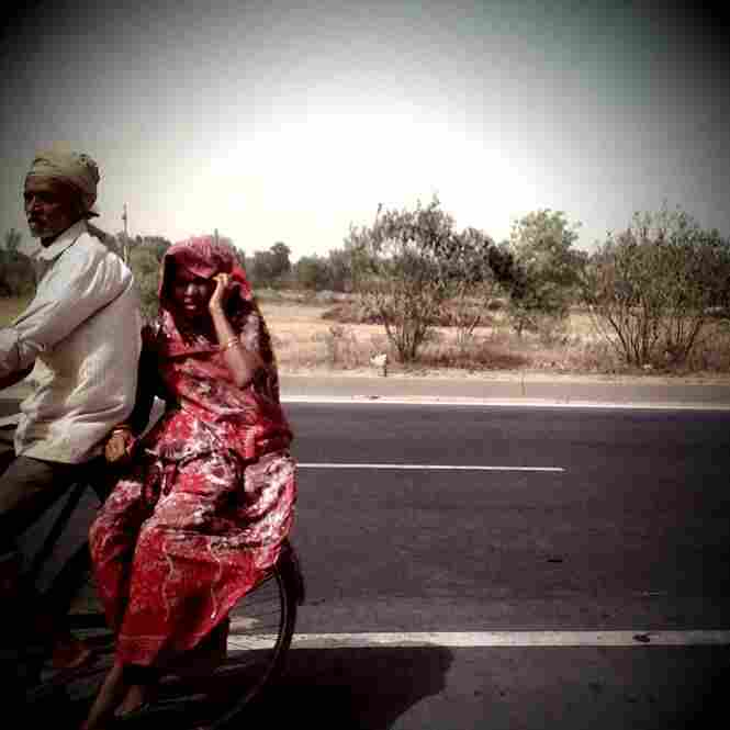 Grand Trunk Road en route from Kanpur to Aligarh.
