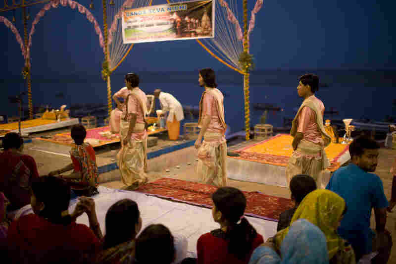 The seven priests walk onto the Dasaswamedh Ghat. The priests, known as pujari, recite chants and meditate during the ceremony.