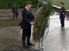 Ukranian president and wreath