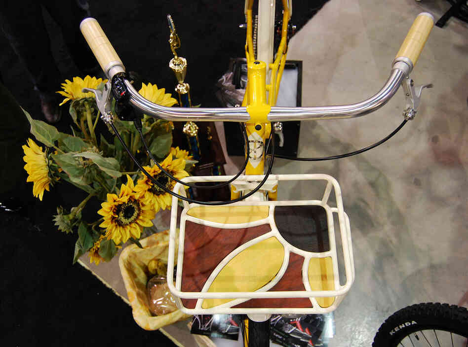 The shape of Renold Yip's custom-made front rack was inspired by a sunflower, as was the bike's color.