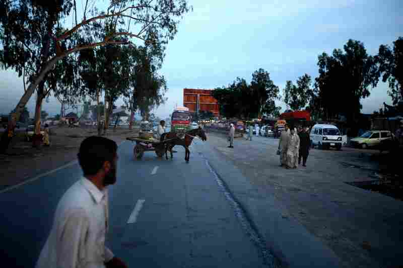 The Grand Trunk Road is one of South Asia's oldest and longest major roads. For centuries, it has linked the eastern and western regions of the subcontinent.