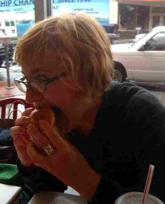 Eva tries the 4x4 burger.
