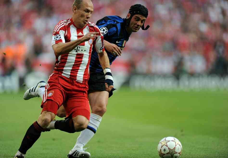 Striker Arjen Robben (left) will represent the Dutch national team in the 2010 FIFA World Cup in South Africa, which begins June 11 and ends July 11. Robben plays for Bayern Munich.