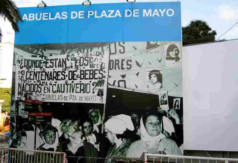 During the celebrations, there were several thematic pavilions, three of which were dedicated to human rights. The Abuelas formed as a nongovernmental organization in 1977 and, since the end of the dictatorship in 1983, they have found 101 of their grandchildren.