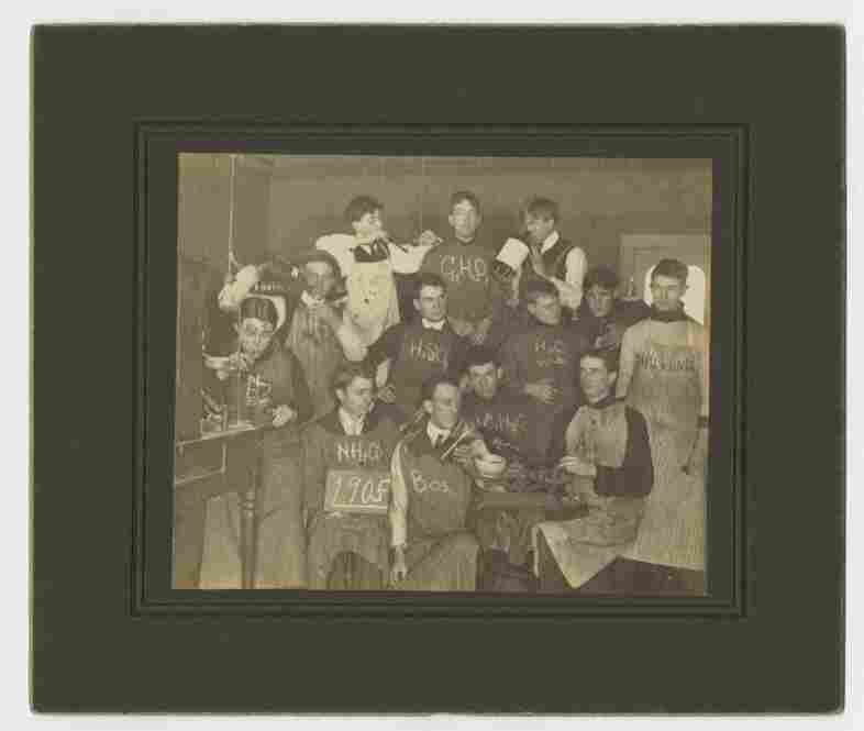 Ohio Wesleyan College chemistry class photo, 1905, unknown photographer