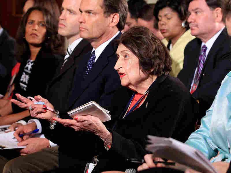 Veteran reporter Helen Thomas asks her question to President Barack Obama.