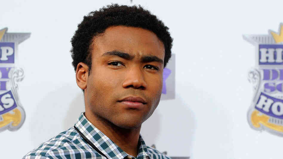 Donald Glover arrives at the 2010 VH1 Hip Hop Honors