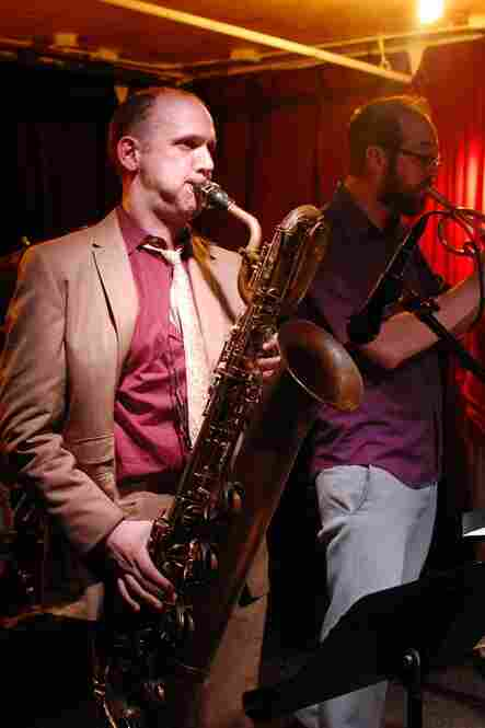 Baritone saxophonist Josh Sinton leads a band called Ideal Bread, a Steve Lacy repertory ensemble. With cornetist Kirk Knuffke, the group led off Sunday's lineup at Kenny's Castaways.