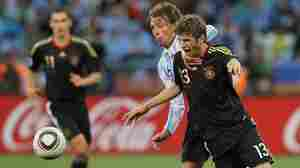 Gabriel Heinze of Argentina and Thomas Mueller of Germany.