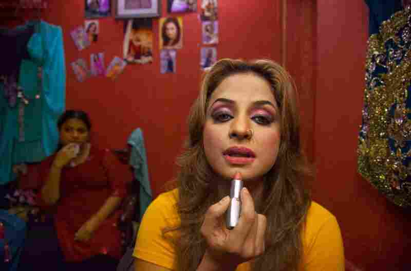 """It may seem surprising, but bold lipstick and dancing are the trademarks of Nida Chaudhry, who performs at Lahore's Al Falah theater. """"Whatever we do is the demand of the public,"""" she says. """"We ourselves are all Muslims."""""""