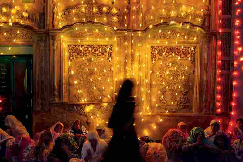 Scenes at the Sufi shrine of Khwaja Farid, a famous Sufi poet from the 18th century. The shrine was built in 1796 and is one of the most important in this part of the Punjab.