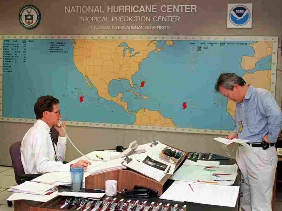 Forecasters in 1998 keep an eye on Hurricane Bonnie