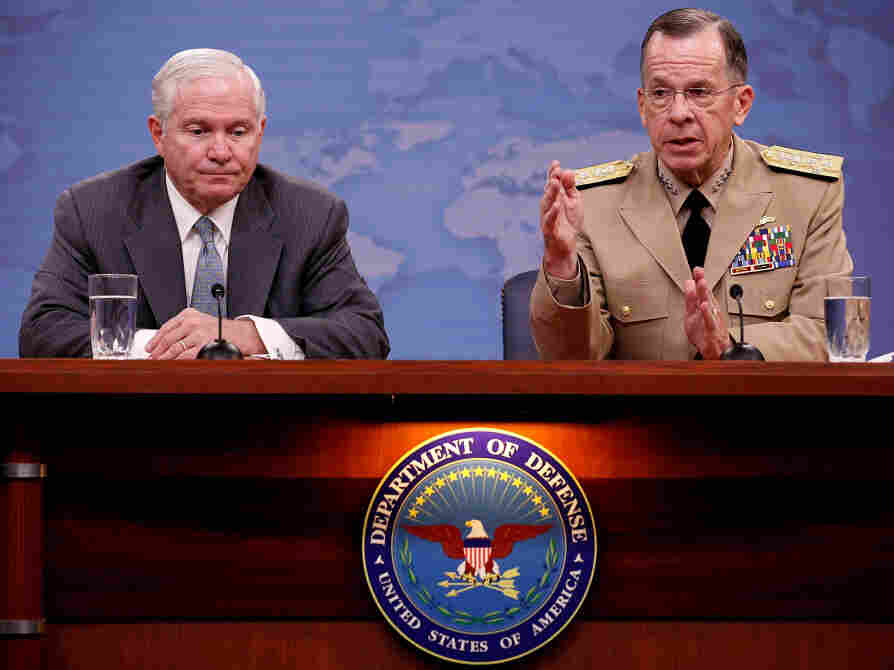 Defense Secretary Gates And Joint Chiefs Of Staff Mullen Hold Briefing