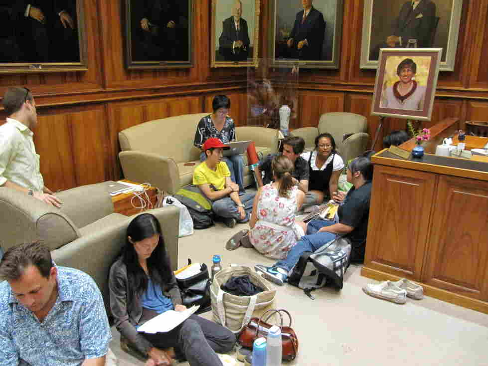 Hawaii school furlough sit-in
