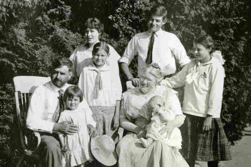 The Hemingway family at Windermere, their summer home, on July 13, 1915.  Ernest is the tall teenage boy in the back.