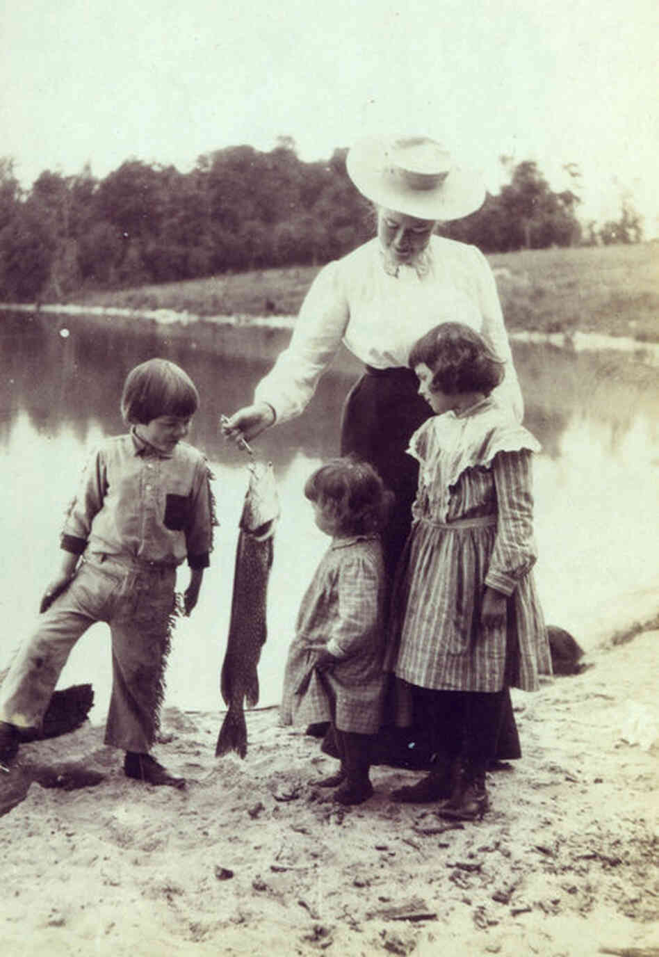 A young Ernest (left) with Ursula, Grace and Marcelline on the Windemere beach.