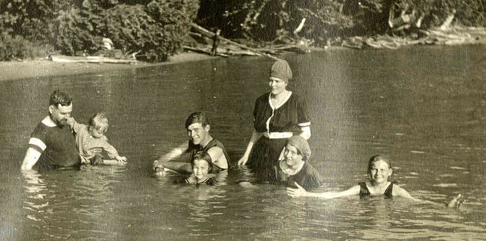 The Hemingways swim at Windermere, 1915. From left: Clarence, Leicester, Ernest, Carol, Ursula, Marcelline and Madelaine.