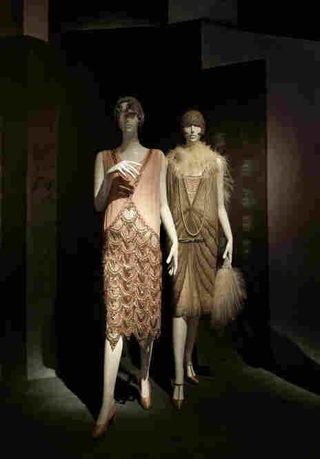 The Flapper Gallery, again. The ensemble on the left is French, while the one on the right is American.