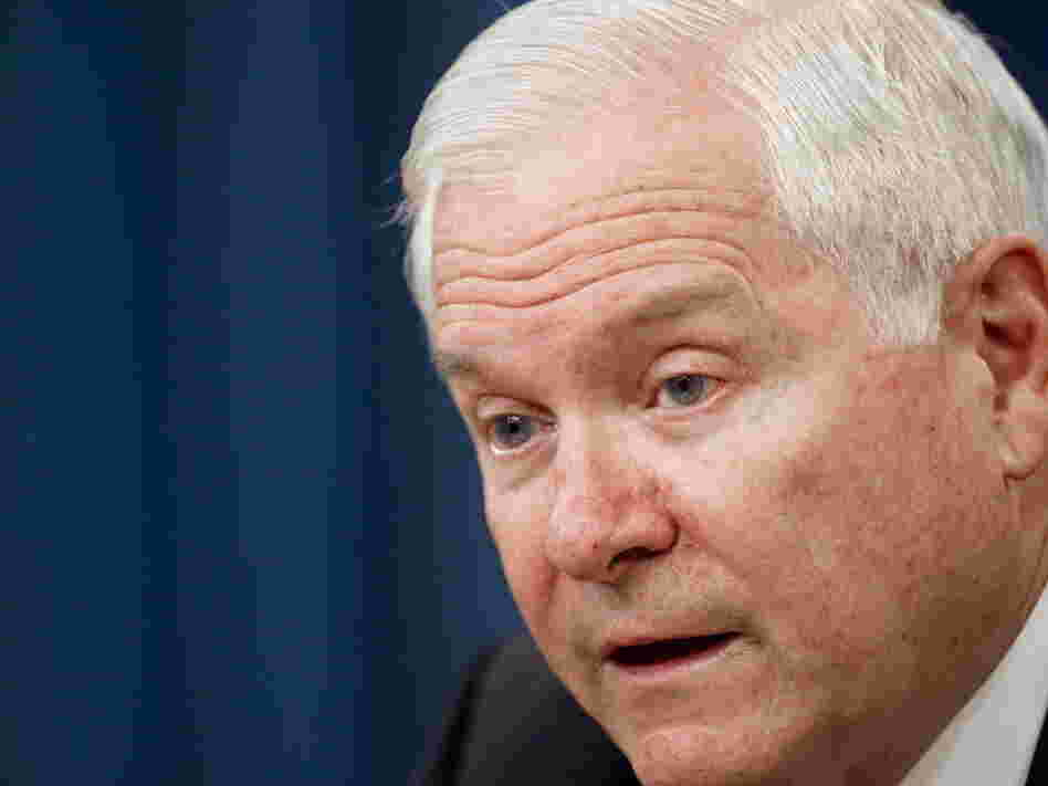 US Defense Secretary Robert Gates announ