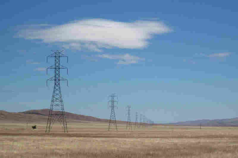One of the appeals of building a solar facility in the Panoche Valley — in addition to its plentiful sun — is the high-capacity electrical lines that already traverse the land.