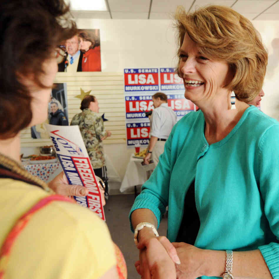 Sen. Lisa Murkowski shakes hands with supporter Jennifer Johnson; Aug. 24, 2010.