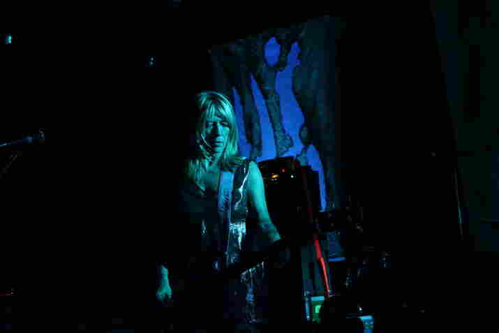 "Kim Gordon closed Sonic Youth's set with a minimal take on ""Shaking Hell."""