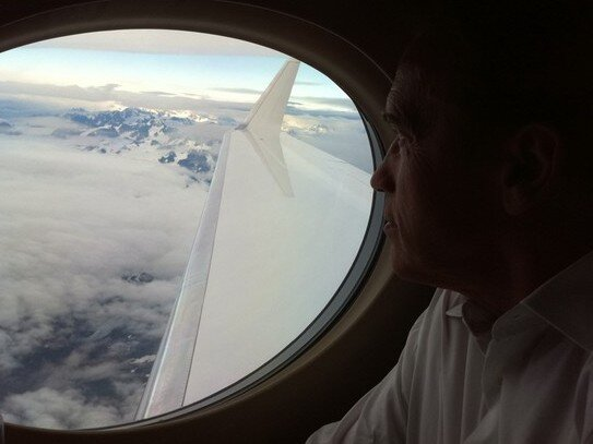 Schwarzenegger pokes fun at palin cant see russia as he flies the guv looking for russia from high over alaska httptwitpic2mvxod hide caption publicscrutiny Images
