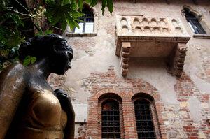 The bronze statue of Juliet Capulet in Verona.