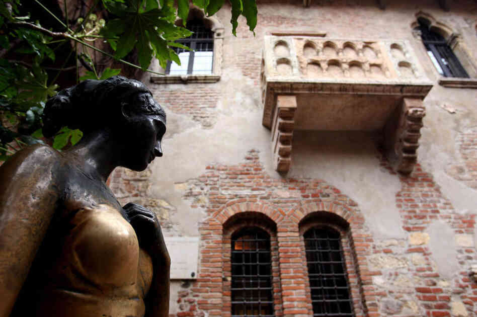 The bronze statue of Juliet Capulet in Verona.