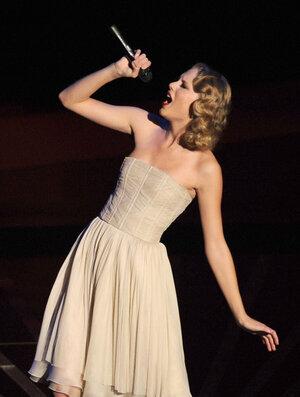 2010 MTV Video Music Awards - Taylor Swift